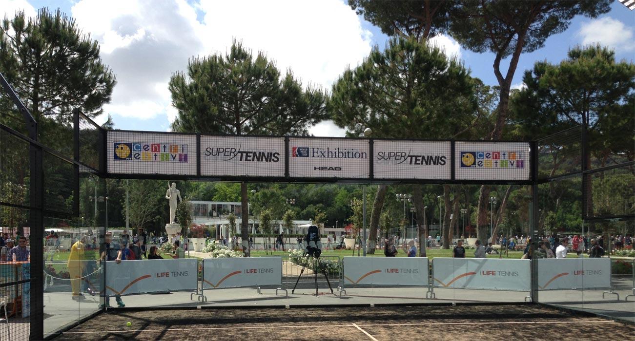 Foto di uno dei campi da Paddle realizzati per Officine del Padel in occasione della tappa romana del World Padel Tour 2016 e allestiti presso il Foro Italico.